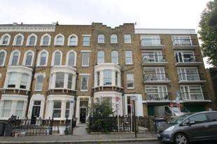 2 Bedrooms Flat for sale in The Chase, London