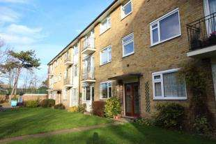 2 Bedrooms Flat for sale in Embassy Gardens, Beckenham