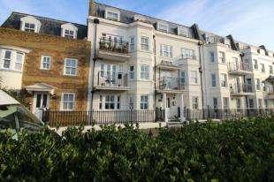2 Bedrooms Flat for sale in Goodwood Court, The Steyne, Bognor Regis, West Sussex