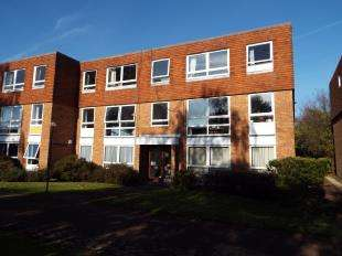 3 Bedrooms Flat for sale in Kyoto Court, Bognor Regis