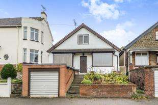 2 Bedrooms Bungalow for sale in The Esplanade, Rochester, Kent, England