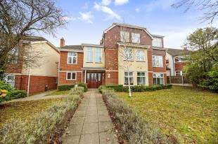 2 Bedrooms Flat for sale in Ashman Court, 172 Pampisford Road, South Croydon, .