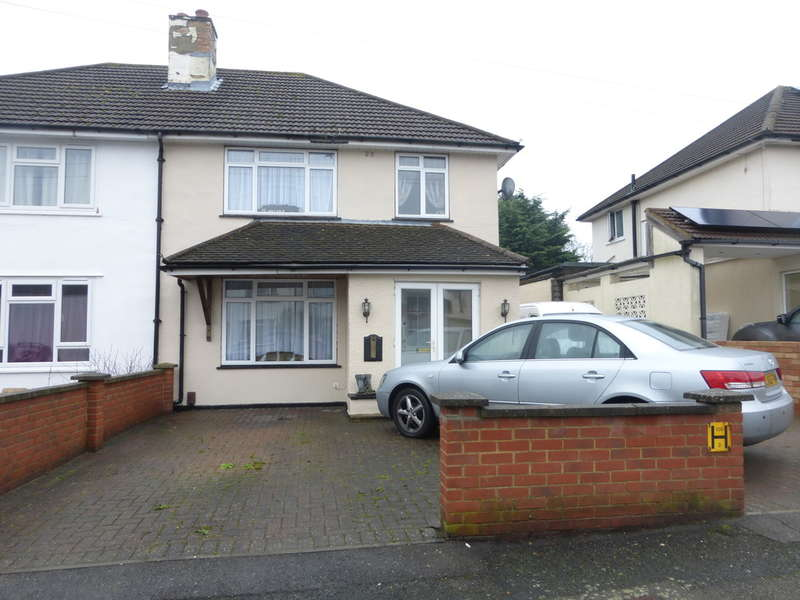 3 Bedrooms Semi Detached House for sale in North Downs Road, New Addington, Croydon, CR0 0LE