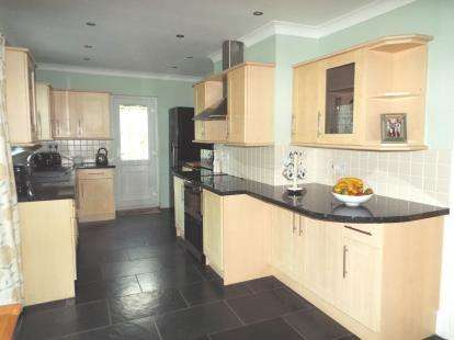 4 Bedrooms Bungalow for sale in Playing Place, Truro, Cornwall