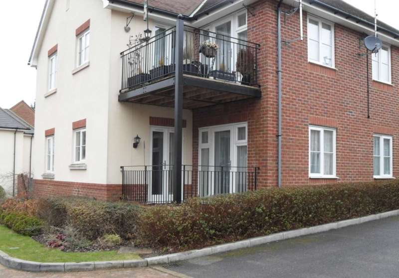 2 Bedrooms Flat for sale in Copperfields, High Wycombe