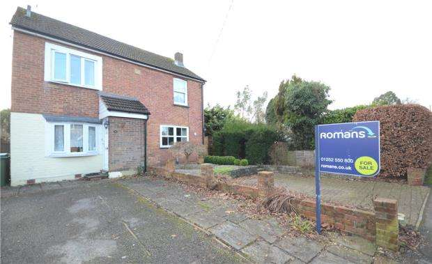 2 Bedrooms Semi Detached House for sale in Holly Road, Farnborough, Hampshire