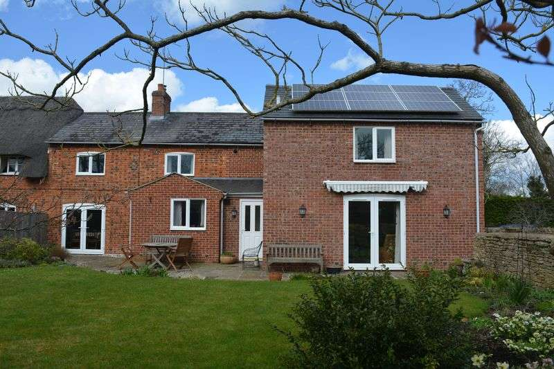 3 Bedrooms Semi Detached House for sale in East Hanney