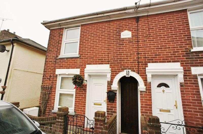 2 Bedrooms Semi Detached House for sale in Chapel Road, Brightlingsea