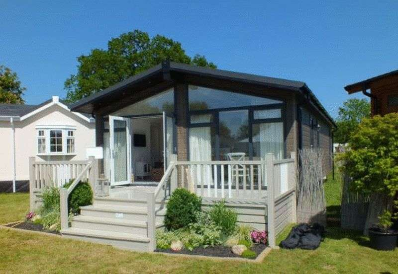 2 Bedrooms Bungalow for sale in Acorn Farm Park, The Square, Dolton, Winkleigh, Devon, EX19 8QF