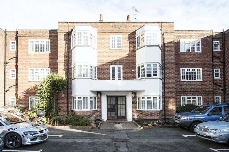 2 Bedrooms Flat for sale in 16 Regnolruf Court, Walton-On-Thames