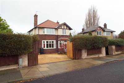 3 Bedrooms Detached House for rent in Greasby Road, Greasby