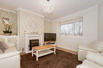 2 Bedrooms Flat for sale in Croftfoot Road, Glasgow