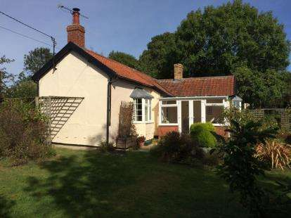 3 Bedrooms Bungalow for sale in Wattisfield, Diss