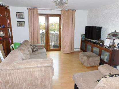 2 Bedrooms Flat for sale in 27 Haysoms Close, Romford