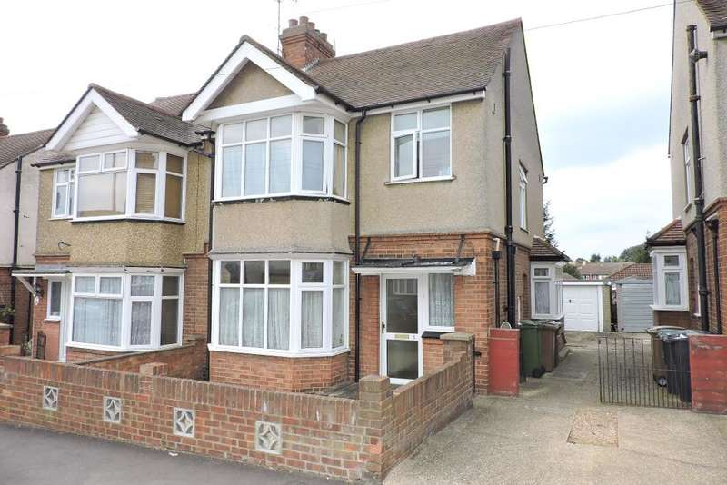 3 Bedrooms Semi Detached House for sale in Rutland Crescent, Luton, Bedfordshire, LU2 0RF