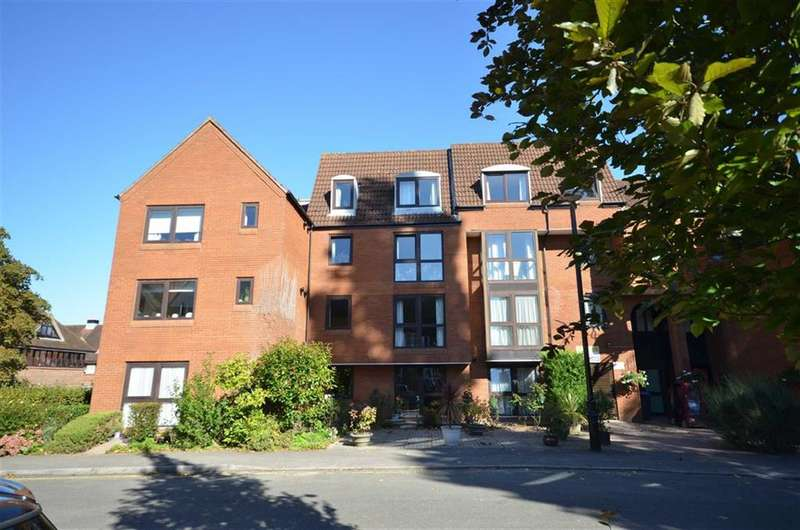 1 Bedroom Flat for sale in South Street, Farnham