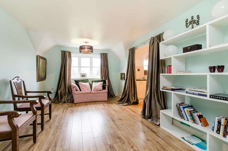2 Bedrooms Flat for sale in Dreadnought Close, Colliers Wood, SW19