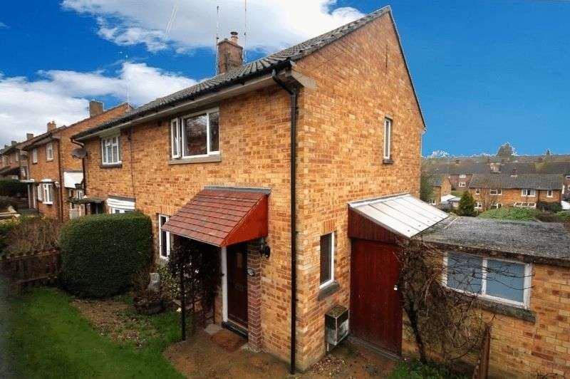 2 Bedrooms Semi Detached House for sale in Parkfield, Markyate.