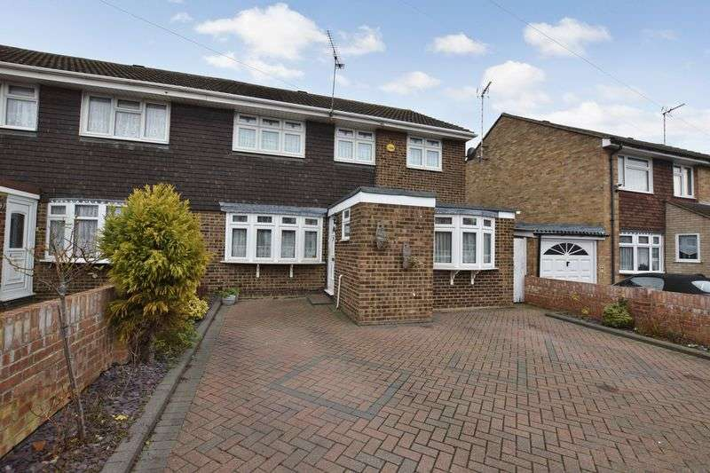 4 Bedrooms Semi Detached House for sale in Holst Close, Stanford-Le-Hope