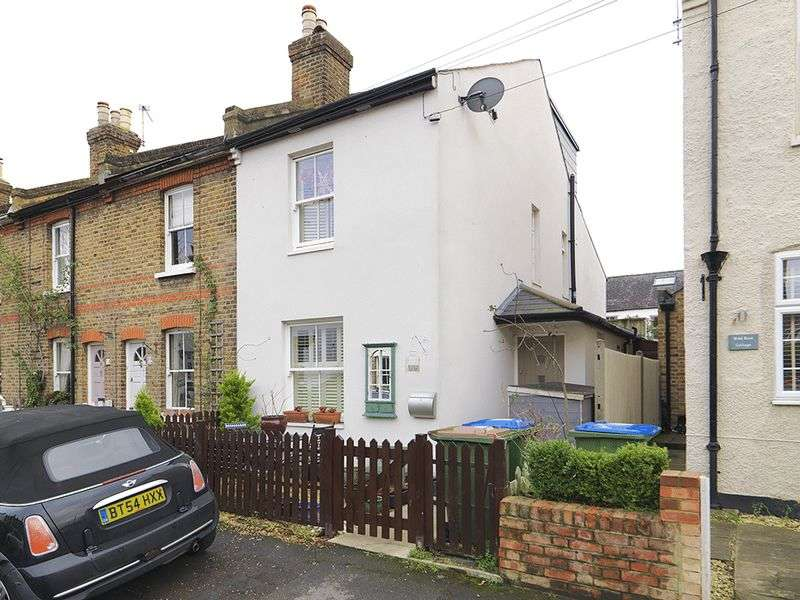 3 Bedrooms House for sale in Queens Road, Thames Ditton, KT7