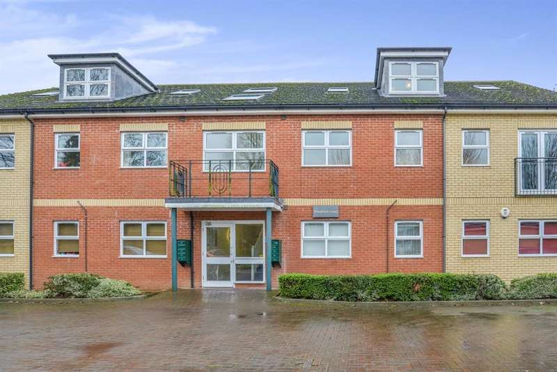 2 Bedrooms Flat for sale in Grandfield Avenue, Watford, WD17