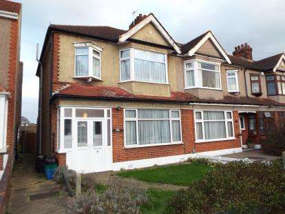 3 Bedrooms End Of Terrace House for sale in Newbury Park, Ilford, Essex