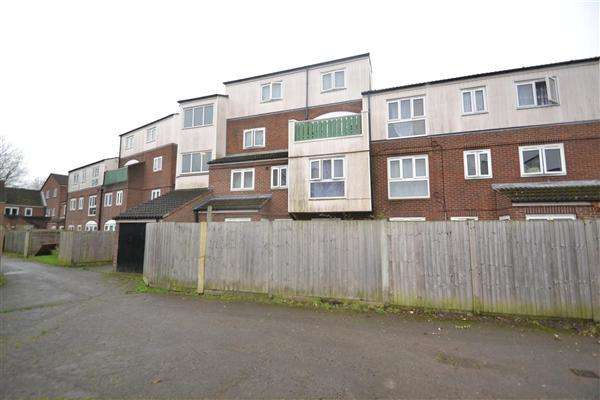 3 Bedrooms Apartment Flat for sale in Crosby Close, Hanworth