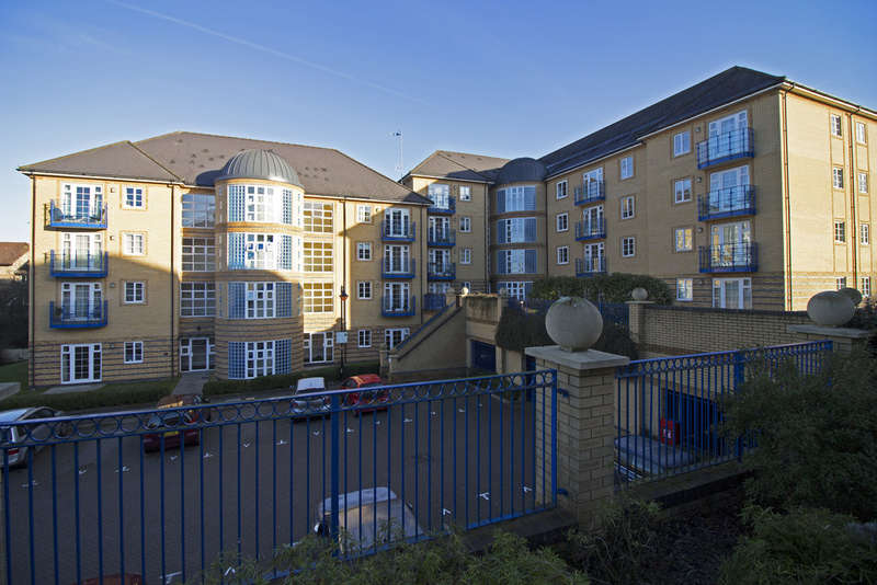 2 Bedrooms Flat for sale in Newland Gardens, Hertford
