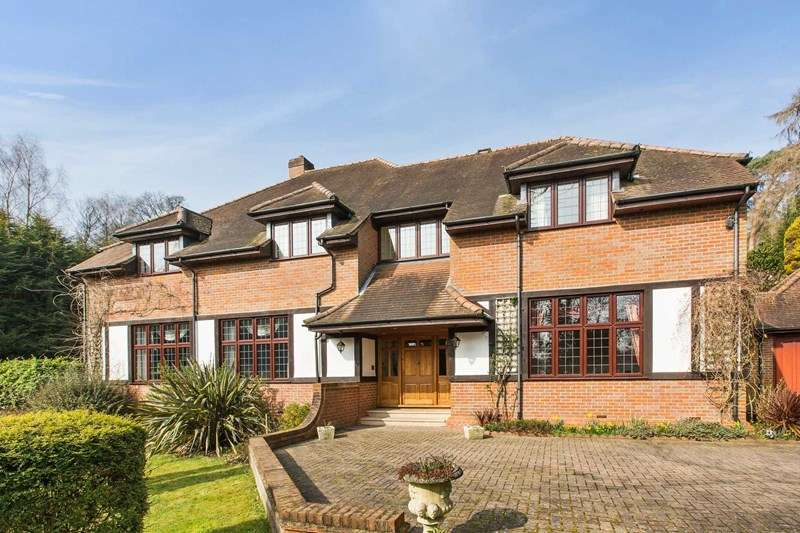 5 Bedrooms Detached House for sale in Rodona Road, Weybridge