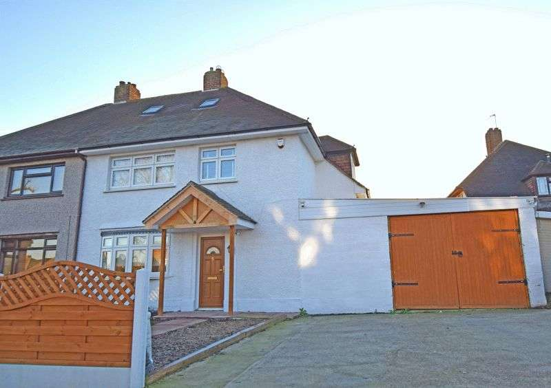 3 Bedrooms Semi Detached House for sale in Gobions Avenue, Romford
