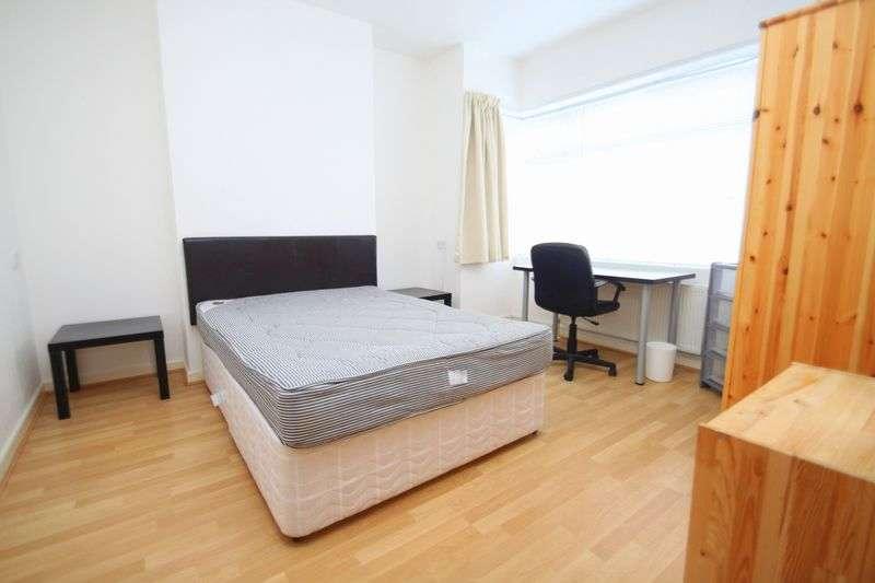 5 Bedrooms Semi Detached House for rent in Cardigan Road, Winton
