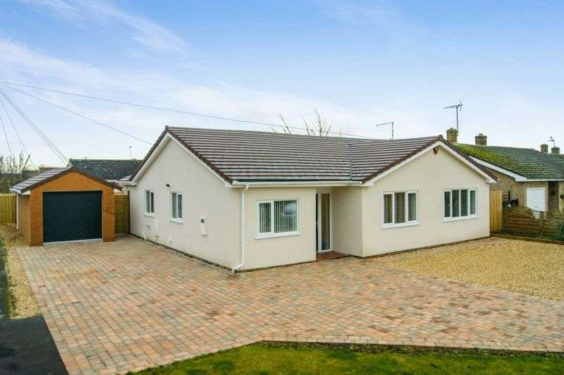 4 Bedrooms Detached Bungalow for sale in Oliver Road, Long Bennington