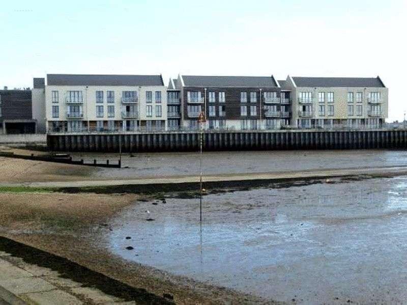 1 Bedroom Flat for sale in Waterside Marina, Brightlingsea