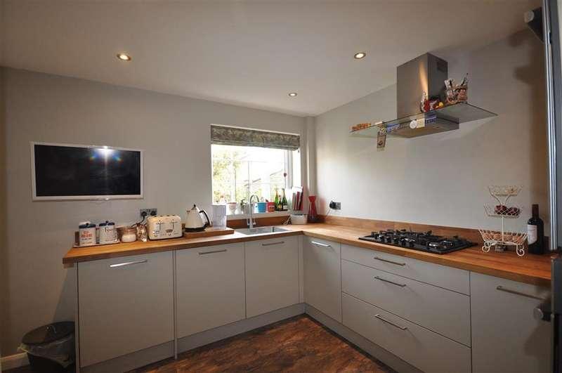 3 Bedrooms Detached House for sale in Delius Drive, Tonbridge, Kent