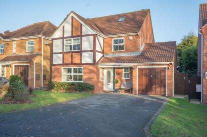 4 Bedrooms Detached House for sale in Somerby Drive, Solihull, West Midlands