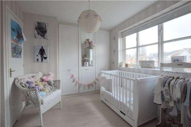 2 Bedrooms Terraced House for sale in Sylvestres, Riverhead, SEVENOAKS, Kent, TN13 2QX