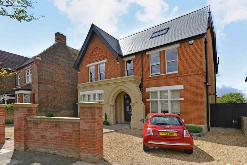 6 Bedrooms Detached House for rent in Woodville Road, London
