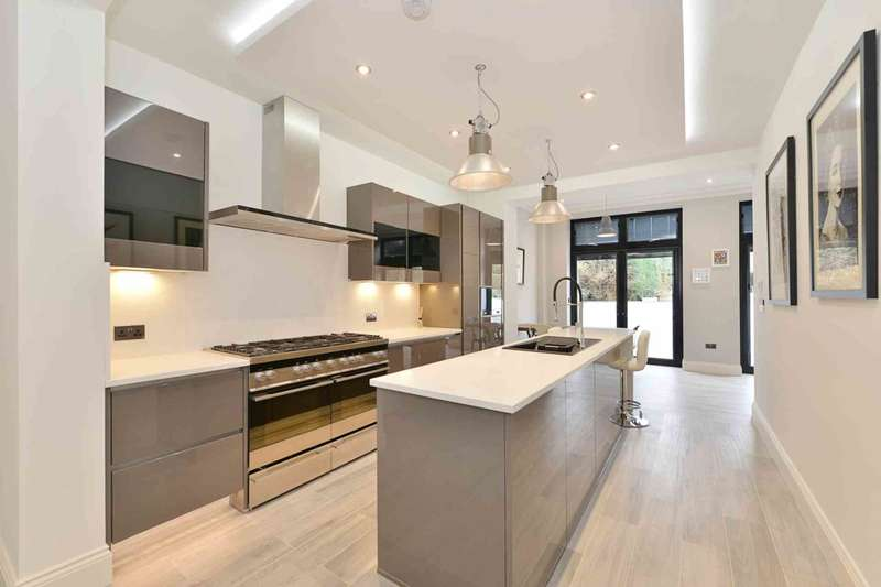 3 Bedrooms Apartment Flat for sale in Haven Green, Ealing