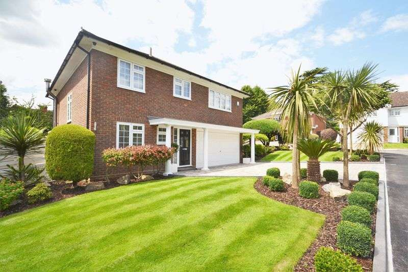 5 Bedrooms Detached House for sale in Copley Dene, Bromley