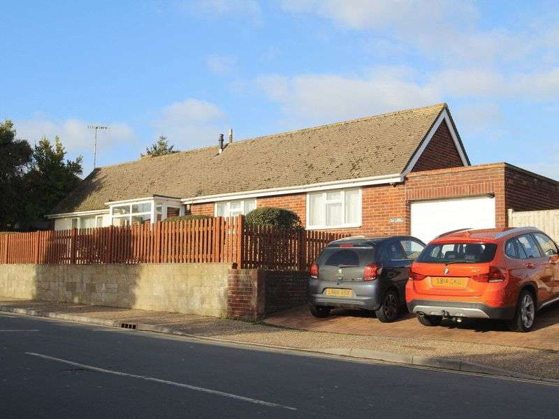 2 Bedrooms Detached Bungalow for sale in Courtwick Road, Littlehampton
