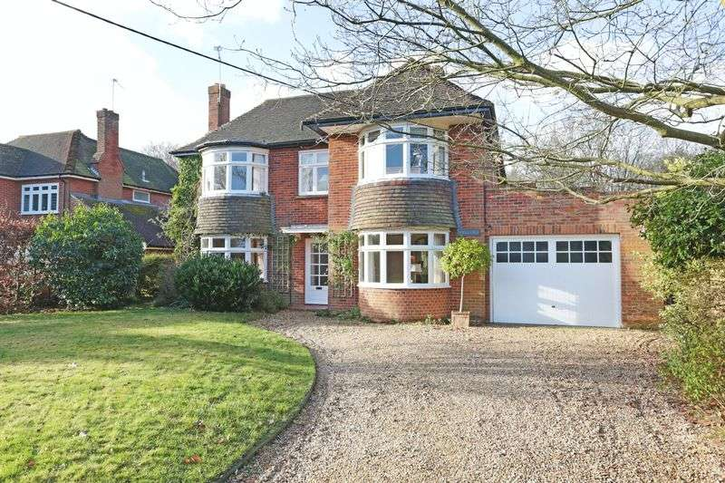 4 Bedrooms Detached House for sale in The Fairway, Devizes, SN10 5DX