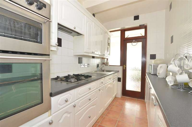 5 Bedrooms Terraced House for sale in Elstree Gardens, Ilford, Essex