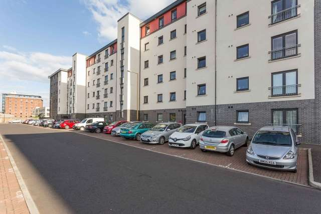 3 Bedrooms Flat for sale in Tinto Place, Bonnington, Edinburgh, EH6 5FJ