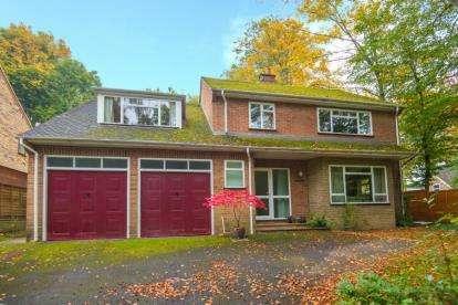 5 Bedrooms Detached House for sale in Dog Kennel Lane, Chorleywood, Rickmansworth