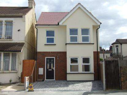 3 Bedrooms Detached House for sale in Southend-On-Sea, Essex