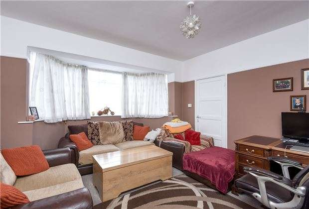 3 Bedrooms Property for sale in Brenley Close, Mitcham, Surrey, CR4