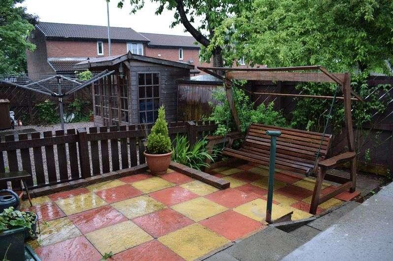 2 Bedrooms Flat for sale in Goldbrook Close, Heywood