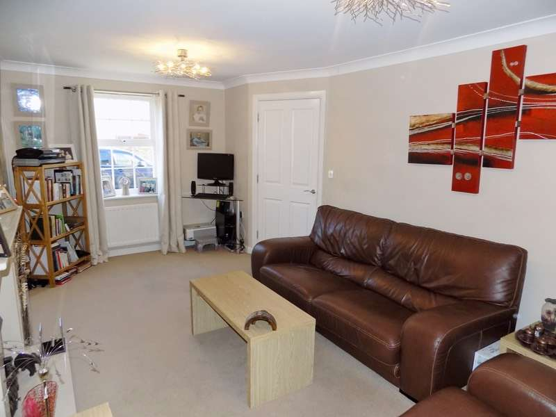 5 Bedrooms Town House for sale in Plaiters Way, Braintree, Essex, CM7