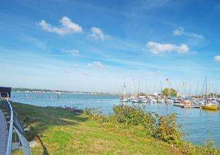 2 Bedrooms Flat for sale in The Boardwalk, Pearl Lane, Gillingham, Kent