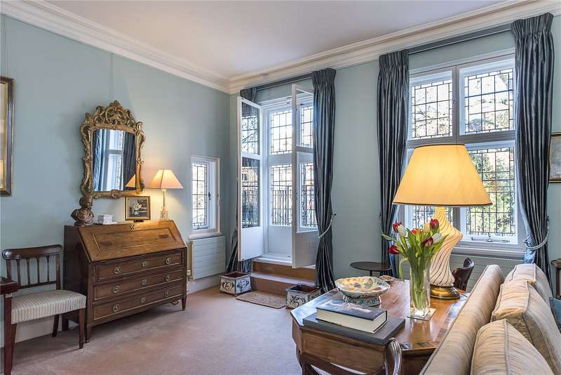 3 Bedrooms Flat for sale in Collingham Gardens, London, SW5